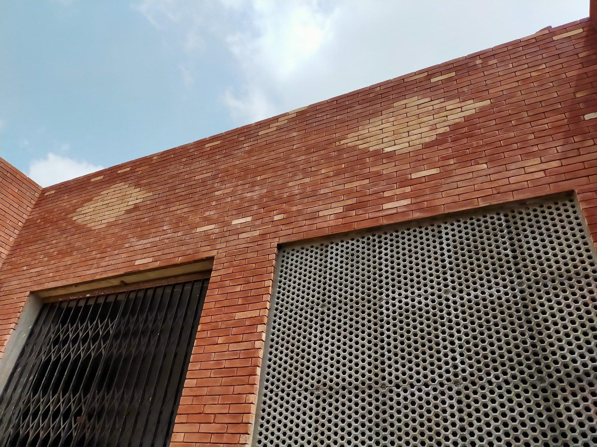 1 Red Gutka Fair Face Bricks in Karachi